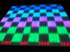 我公司生产的LED护栏管系列产品分为单色护栏管;内/外控七彩护栏管;内/外控6段护栏管;8段、16段、32段数码管,DMX护栏管等,针对不同